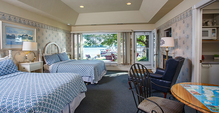 Snug Harbor Inn, Cottages & Marina