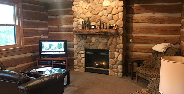 Larsen Log Cabin Rental